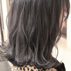 ブリーチ グレージュ モード ミディアム ヘアスタイルや髪型の写真・画像