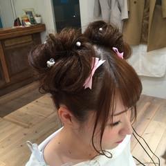 お団子ヘア ヘアアレンジ ガーリー パールアクセ ヘアスタイルや髪型の写真・画像