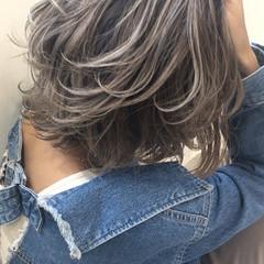 グレージュ ボブ アンニュイほつれヘア 外国人風カラー ヘアスタイルや髪型の写真・画像