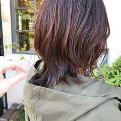 ミディアム ニュアンスウルフ ウルフ女子 ナチュラルウルフ ヘアスタイルや髪型の写真・画像