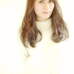 外国人風 フェミニン セミロング ナチュラル ヘアスタイルや髪型の写真・画像