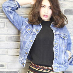 パーマ グラデーションカラー ミディアム フェミニン ヘアスタイルや髪型の写真・画像