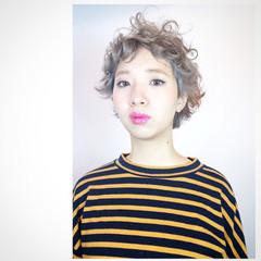 アッシュ ピュア ショート パーマ ヘアスタイルや髪型の写真・画像