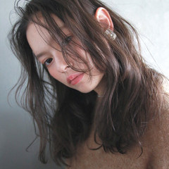 外国人風 セミロング ナチュラル パーマ ヘアスタイルや髪型の写真・画像