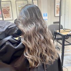 ストリート バレイヤージュ グレージュ 外国人風 ヘアスタイルや髪型の写真・画像