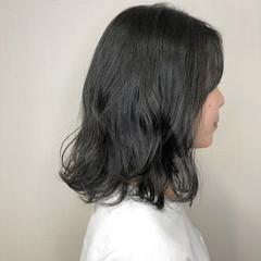 オリーブアッシュ ミディアムヘアー ナチュラル 鎖骨ミディアム ヘアスタイルや髪型の写真・画像