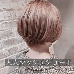 ショート 大人かわいい ミルクティーベージュ フェミニン ヘアスタイルや髪型の写真・画像