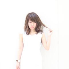 ピュア ハイライト ゆるふわ アッシュ ヘアスタイルや髪型の写真・画像