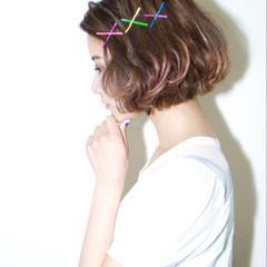ヘアピン ピンク ふわふわ パーマ ヘアスタイルや髪型の写真・画像