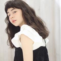 パーマ セミロング ピュア フェミニン ヘアスタイルや髪型の写真・画像