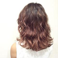 グラデーションカラー アッシュ ピンクアッシュ ミディアム ヘアスタイルや髪型の写真・画像