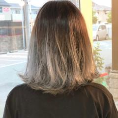 ホワイトアッシュ アッシュ ホワイト ミディアム ヘアスタイルや髪型の写真・画像