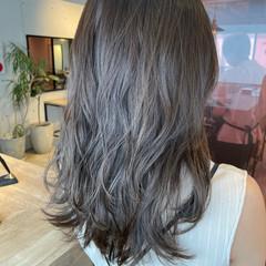 地毛風カラー ミディアムレイヤー ブラウンベージュ ナチュラル ヘアスタイルや髪型の写真・画像