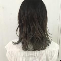 グラデーションカラー ミルクティー ミディアム ミルクティーベージュ ヘアスタイルや髪型の写真・画像