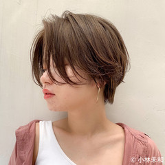 外国人風カラー ショートヘア ベージュカラー ニュアンスパーマ ヘアスタイルや髪型の写真・画像