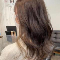 ナチュラルベージュ ミルクティーベージュ 透明感カラー ナチュラル ヘアスタイルや髪型の写真・画像