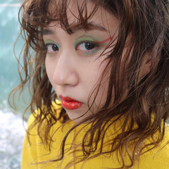 セミロング ヘアアレンジ ストリート ランダムカール ヘアスタイルや髪型の写真・画像