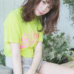 大人かわいい ウェーブ 色気 ミディアム ヘアスタイルや髪型の写真・画像