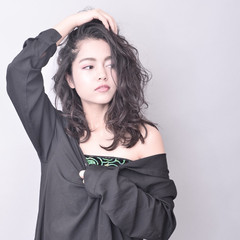 暗髪 外国人風カラー モード グラデーションカラー ヘアスタイルや髪型の写真・画像