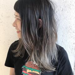 シルバー ハイライト バレイヤージュ セミロング ヘアスタイルや髪型の写真・画像