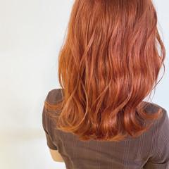 オレンジベージュ セミロング ナチュラル 透明感カラー ヘアスタイルや髪型の写真・画像