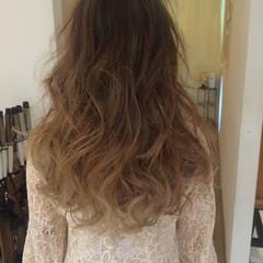 ハイトーン ロング グラデーションカラー ガーリー ヘアスタイルや髪型の写真・画像