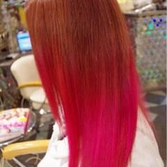 ピンク グラデーションカラー ストリート レッド ヘアスタイルや髪型の写真・画像