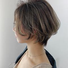 アンニュイほつれヘア バレイヤージュ ハンサムショート ショート ヘアスタイルや髪型の写真・画像