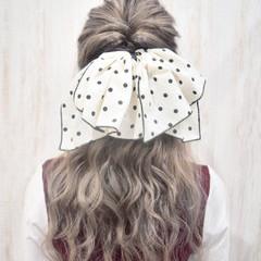 フェミニン シルバー シルバーグレージュ ホワイトグレージュ ヘアスタイルや髪型の写真・画像