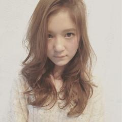 セミロング 大人かわいい 外国人風 ゆるふわ ヘアスタイルや髪型の写真・画像