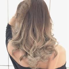ゆるふわ グラデーションカラー ミディアム 外国人風 ヘアスタイルや髪型の写真・画像