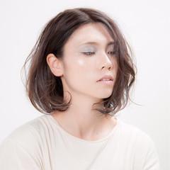 リラックス 秋 透明感 グレージュ ヘアスタイルや髪型の写真・画像