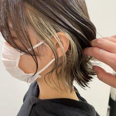 ショート イヤリングカラー イヤリングカラーベージュ 切りっぱなしボブ ヘアスタイルや髪型の写真・画像