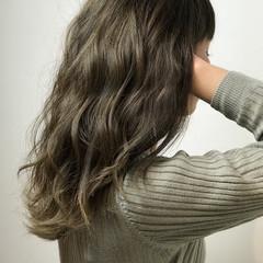 シアーベージュ 3Dハイライト セミロング フェミニン ヘアスタイルや髪型の写真・画像