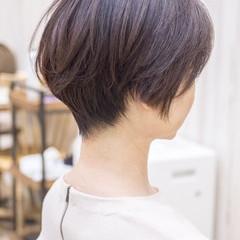 ショートボブ ショートヘア 前下がり フェミニン ヘアスタイルや髪型の写真・画像