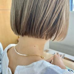 ショートボブ ミニボブ ミルクティーベージュ ブリーチ ヘアスタイルや髪型の写真・画像