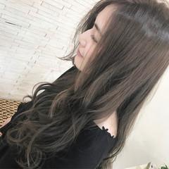 ナチュラル アッシュ 3Dカラー 巻き髪 ヘアスタイルや髪型の写真・画像