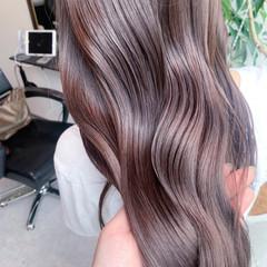 ロング 極細ハイライト 大人ハイライト ナチュラル ヘアスタイルや髪型の写真・画像