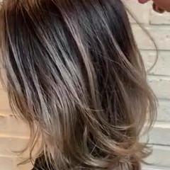 ダブルカラー セミロング ストリート バレイヤージュ ヘアスタイルや髪型の写真・画像