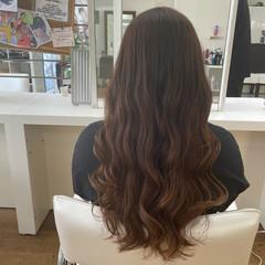 ロング グラデーションカラー コテ巻き ナチュラルブラウンカラー ヘアスタイルや髪型の写真・画像