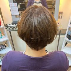 オリーブアッシュ ショートボブ オリーブベージュ オリーブカラー ヘアスタイルや髪型の写真・画像