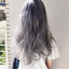 ストリート ロング シルバーアッシュ 外国人風カラー ヘアスタイルや髪型の写真・画像