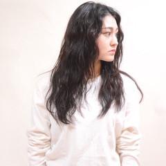 暗髪 外国人風 ロング アンニュイ ヘアスタイルや髪型の写真・画像