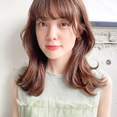透明感カラー くびれカール ミディアム 流し前髪 ヘアスタイルや髪型の写真・画像