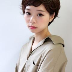 フェミニン パーマ 前髪あり ナチュラル ヘアスタイルや髪型の写真・画像