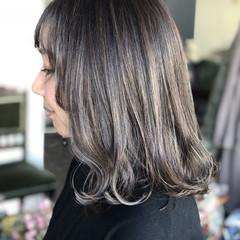モード クリーミーカラー ダークトーン ミディアム ヘアスタイルや髪型の写真・画像