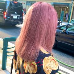 ピンクパープル モード ブリーチカラー セミロング ヘアスタイルや髪型の写真・画像