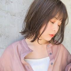 フェミニン 外ハネ 大人かわいい インナーカラー ヘアスタイルや髪型の写真・画像