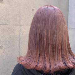 ガーリー ピンクカラー ダブルカラー 切りっぱなしボブ ヘアスタイルや髪型の写真・画像