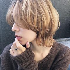 ミルクティーベージュ マッシュウルフ モード ダブルカラー ヘアスタイルや髪型の写真・画像